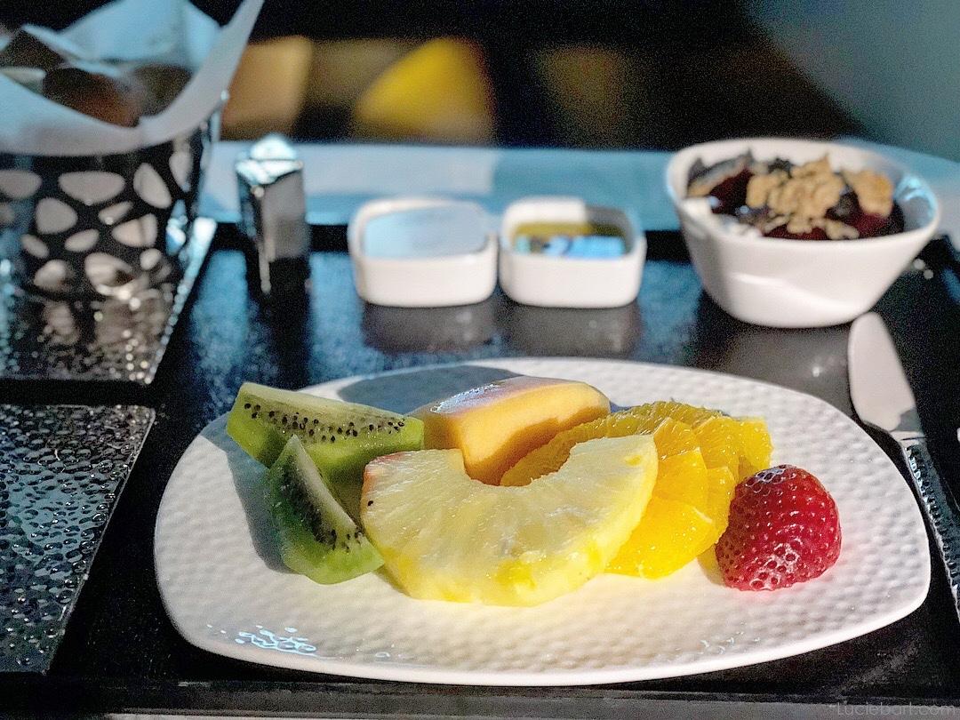 Fruits frais et yaourt grec Etihad