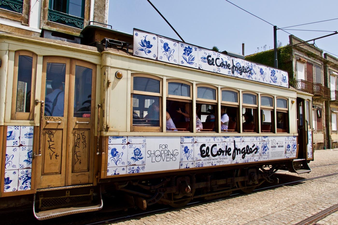 Tram vers Praia do Ourigo